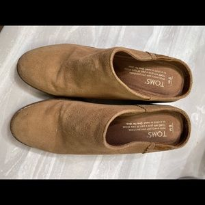 Toms women's tan mules